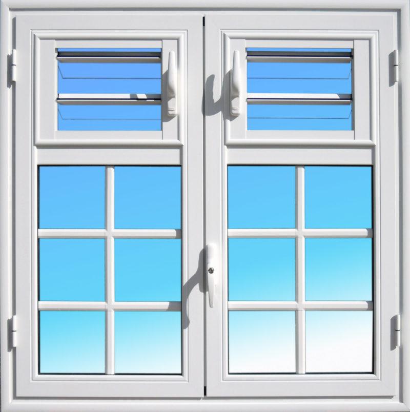 Fenêtre aluminium ouvrante OF26 gamme Caraïbes ABD FERMETURES avec jalousies lames de verre.