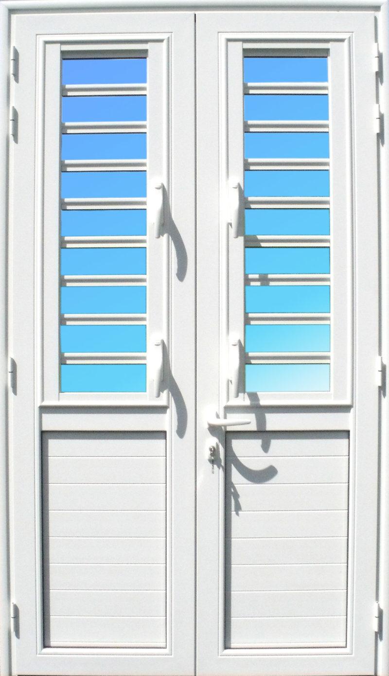 Porte aluminium PE25, de la Gamme Alizés, 2 vantaux, avec jalousies 7 lames de verre ABD FERMETURES