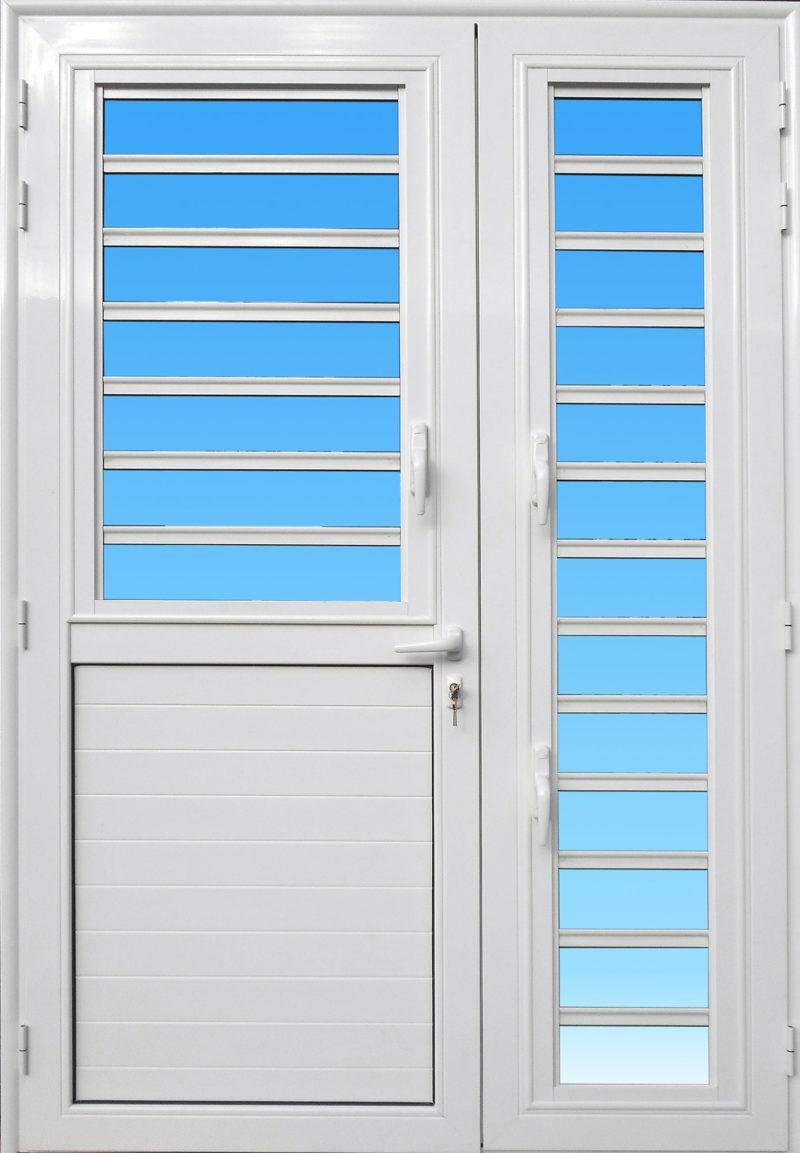 Porte en aluminium PE25C ABD FERMETURES de la gamme Alizés avec jalousies et serrure de sécurité 3 points.