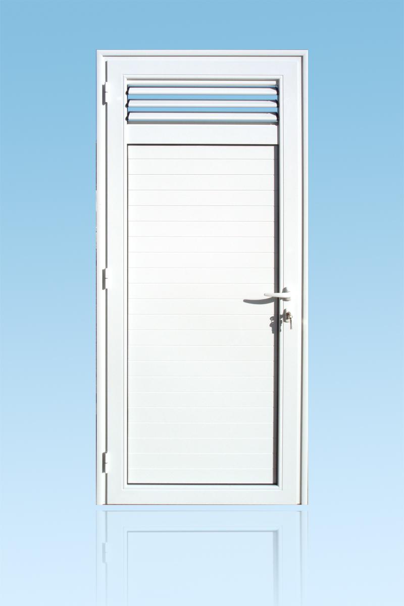 Volet battant en aluminium laqué blanc 1 vantail avec lames ventilantes et serrure de sécurité 3 points ABD FERMETURES