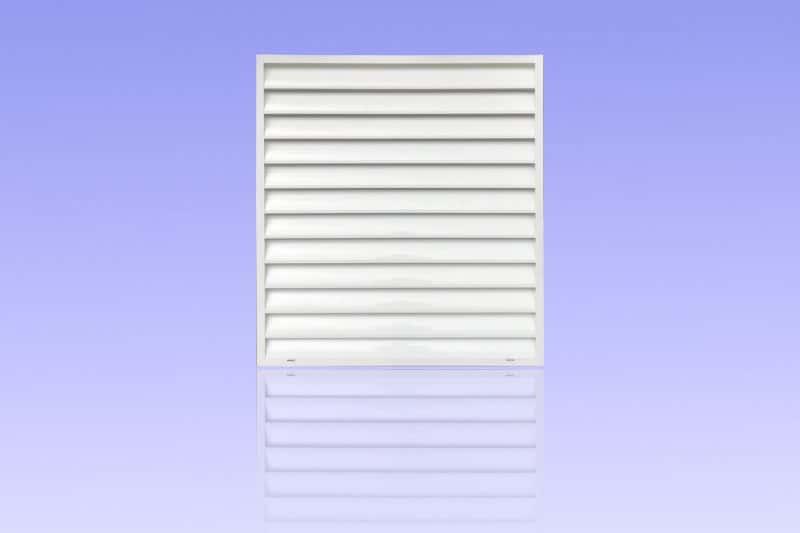 Brise vue en aluminium laqué blanc muni de lames biconvexes ABD FERMETURES.