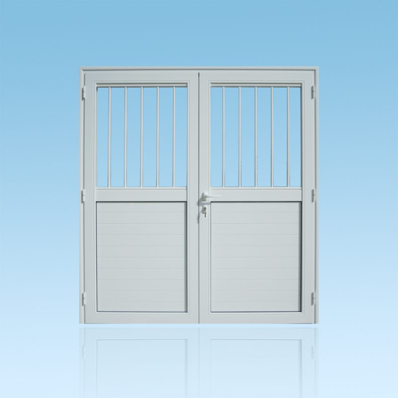 Porte PS23 2 vantaux en aluminium laqué blanc avec barreaux et allèges pleines ABD FERMETURES.