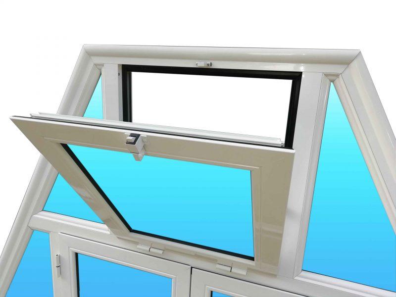 Trapèze en aluminium laqué avec fenêtre et soufflet.